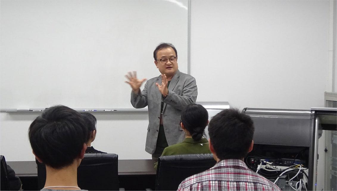 建国大学での講義
