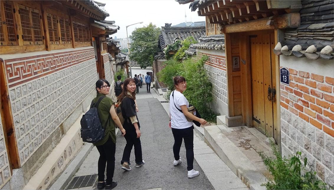 ソウル市内の古い街並みが残る北村韓屋村を散策
