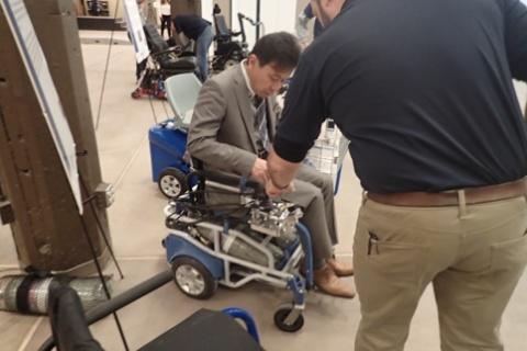 ピッツバーグ大学で研究中の電動車椅子