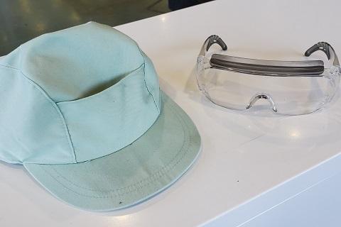 作業帽と保護めがね
